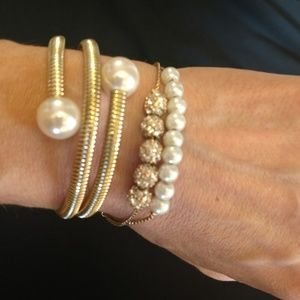 Gold & Pearl bracelet set